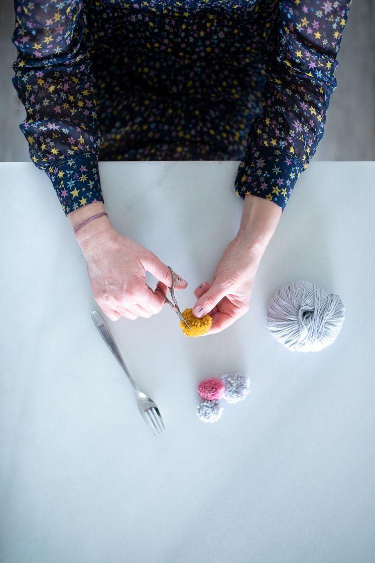 Te enseño a hacer pompones con un tenedor